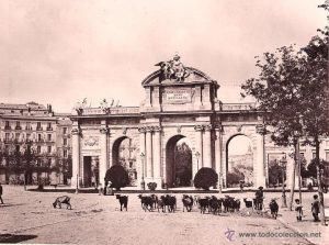 puerta de alcala1 300x223 - Fotos Antiguas de Madrid